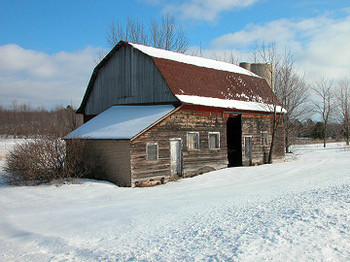 Barn_in_the_snow_7153