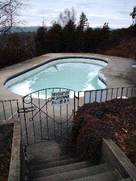 Frozen_pool_7423