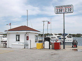 Gas_pumps_on_a_pier_7621