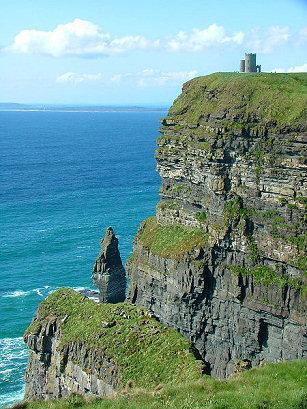 Ireland_castle_on_edge_6070