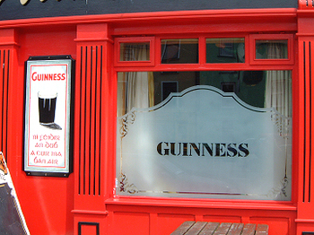 Ireland_pub_window_0057