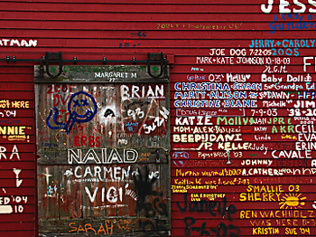 Wall_of_graffiti_3746