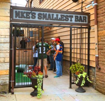 MKE'S Smallest Bar 4720
